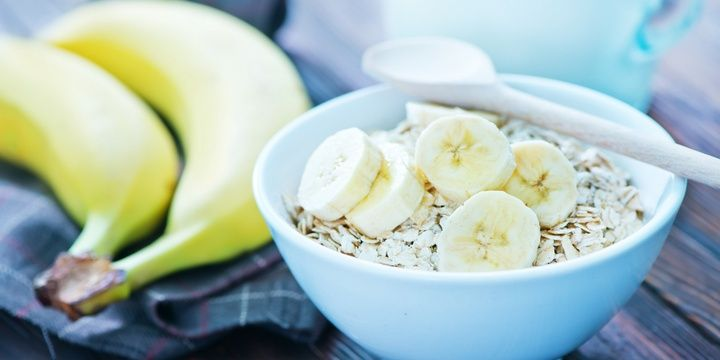 2 The Best Snacks for People Who Are Trying to Lose Weight Oatmeal