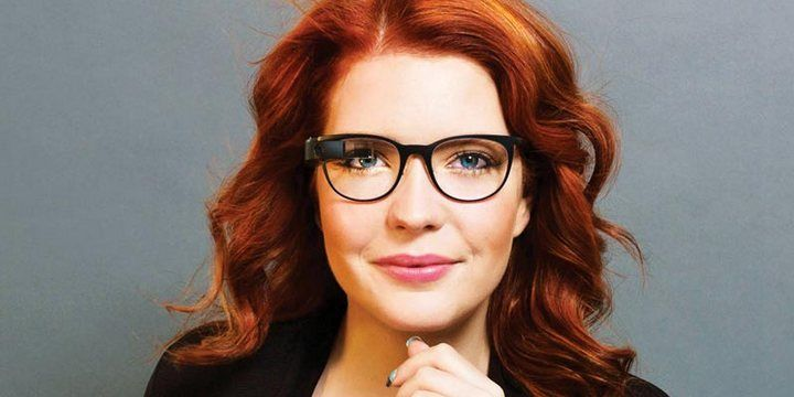 How to Find the Right Eyeglass Frames by Shape and Color