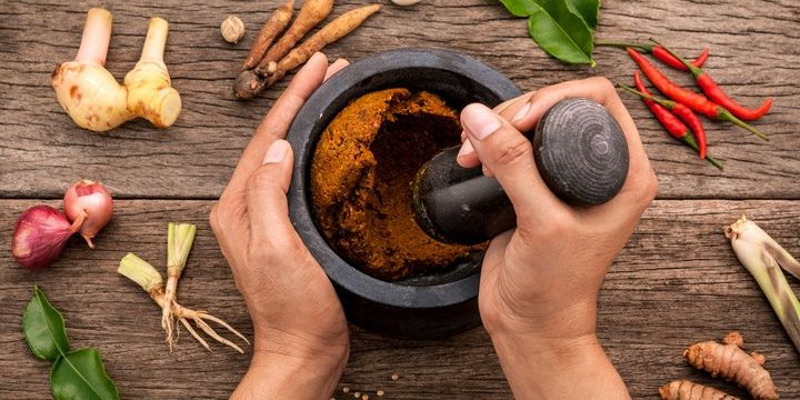 5 Natural Skin Care Products Fight Age Spots with Turmeric