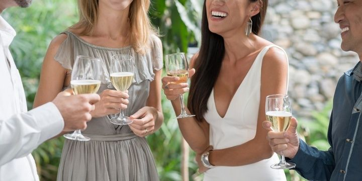7 Things That Can Keep Your Wedding Guests Satisfied Arrange an Open Bar